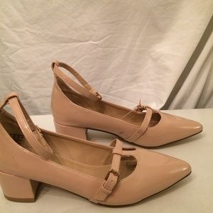 Metaphor nude color womens shoes size 8 NEW